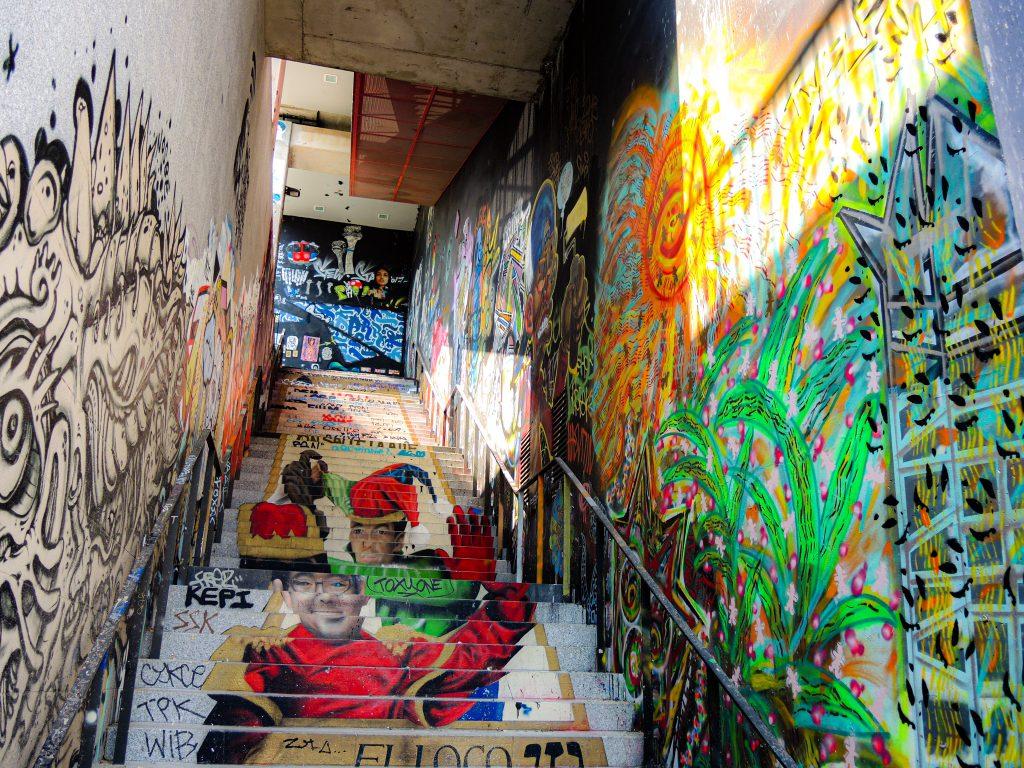 Fresque en anamorphose de ZAG et SIA sur des escaliers