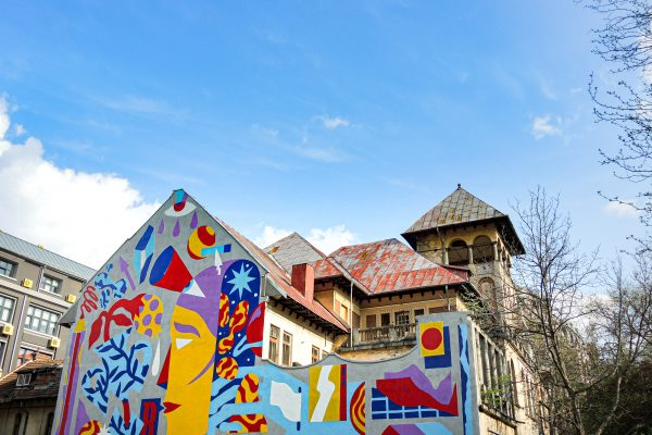 Bucharest part 2: city tour along the murals