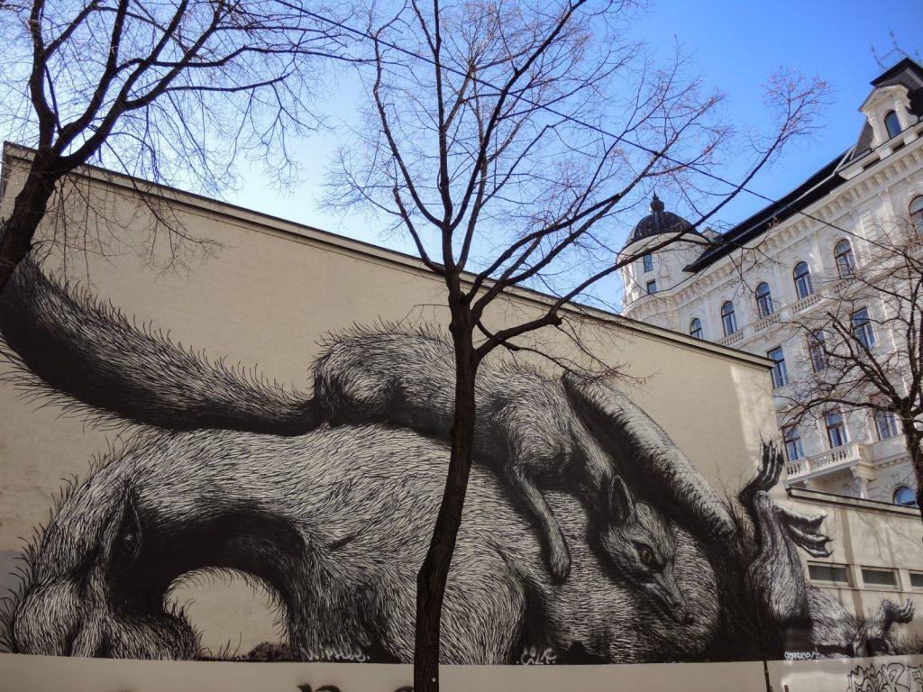 Fresque de ROA à Vienne, animaux endormis